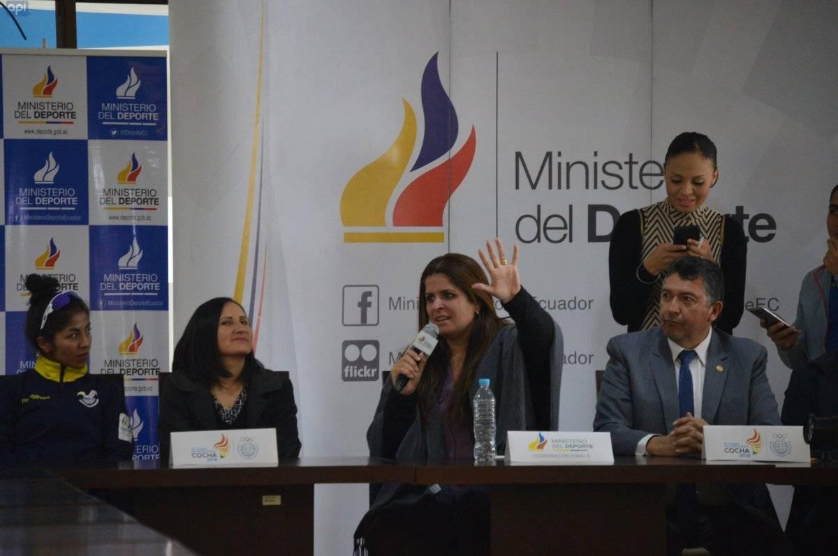Andrea Sotomayor con los seleccionados nacionales que estarán que participaron en los juegos Sudamericanos en Bolivia