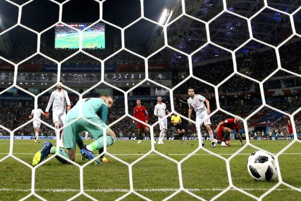 Cristiano salva el día y empata a España