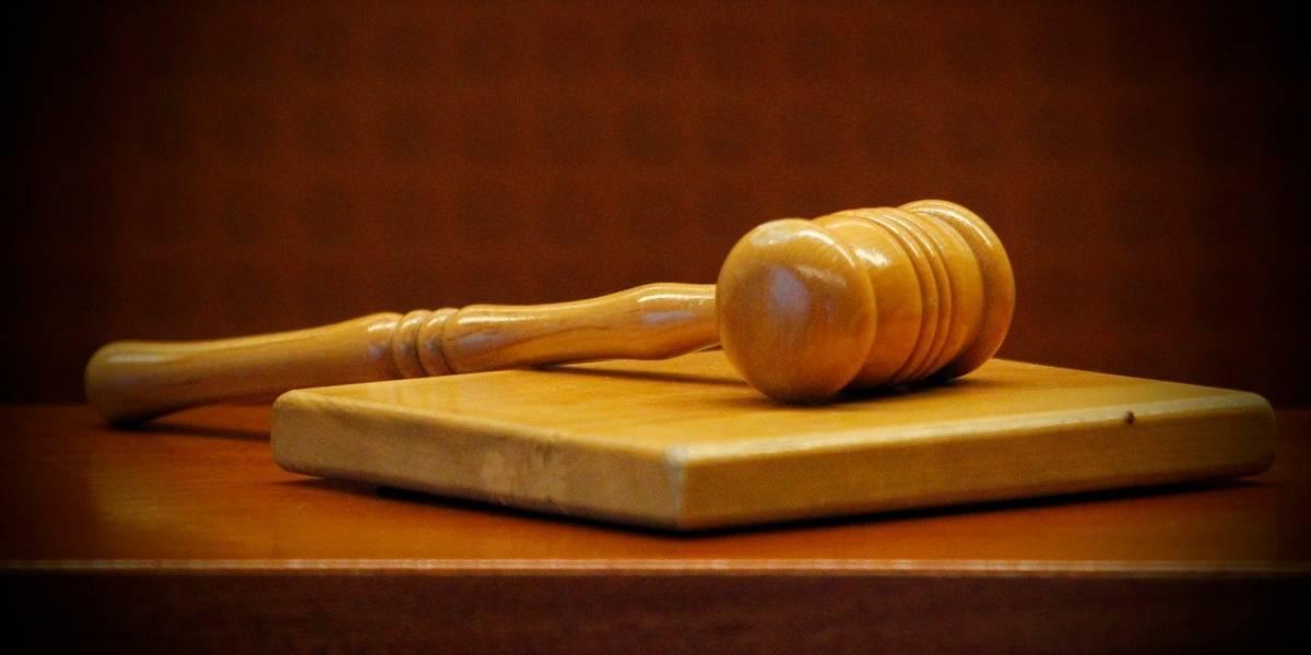 Se disparó en el pecho en plena sala: juez intenta suicidarse