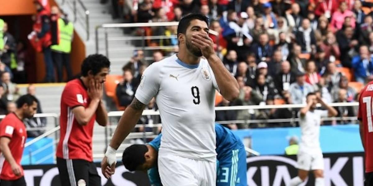 Luis Suárez debuta con Uruguay y el mundo recuerda su violenta reacción en Brasil
