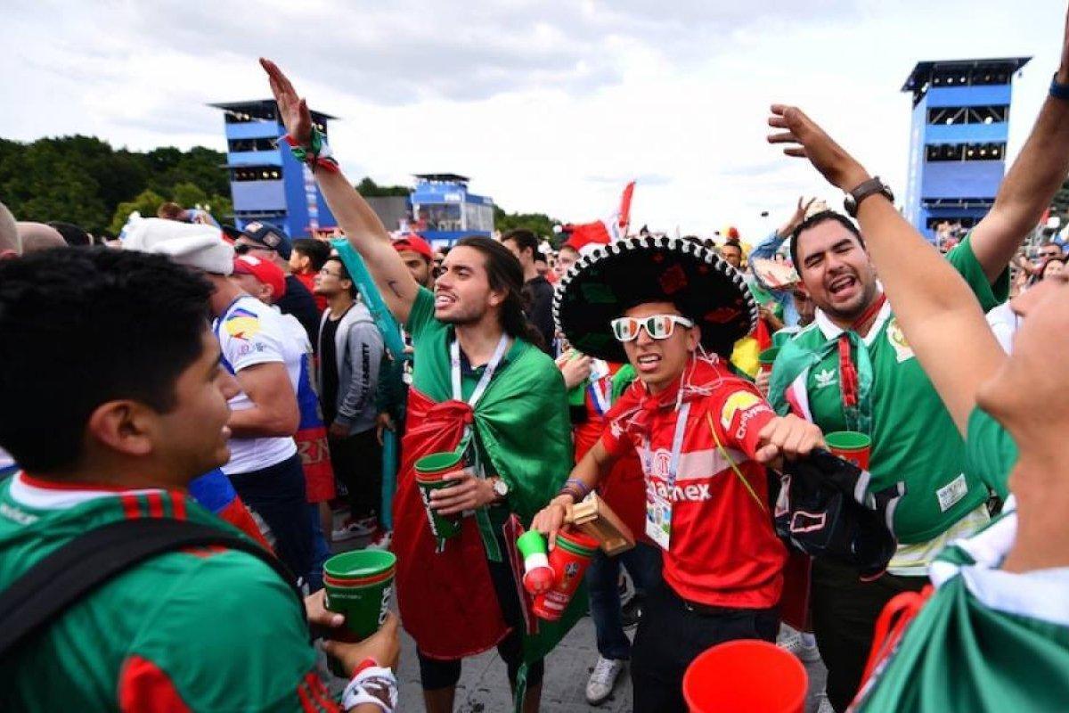 Image result for mexicanos arrasaron con la cerveza en rusia