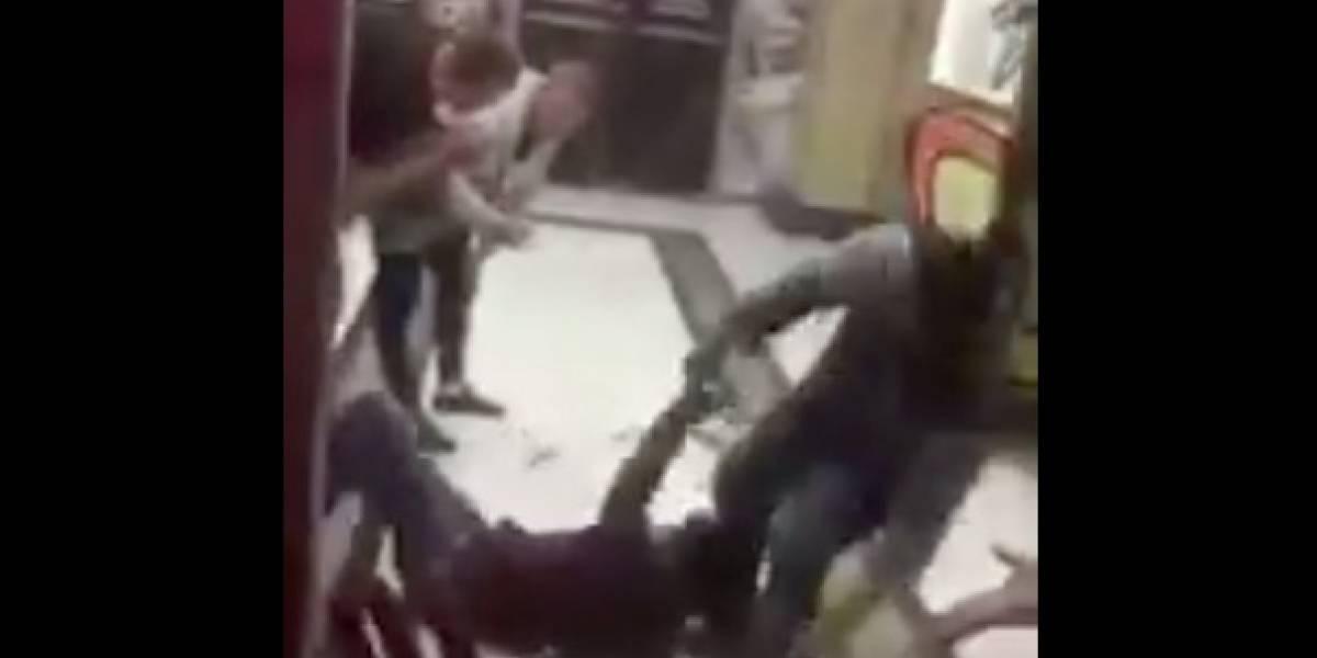 VIDEO: Captan a supuestos mexicanos peleando a golpes en Rusia