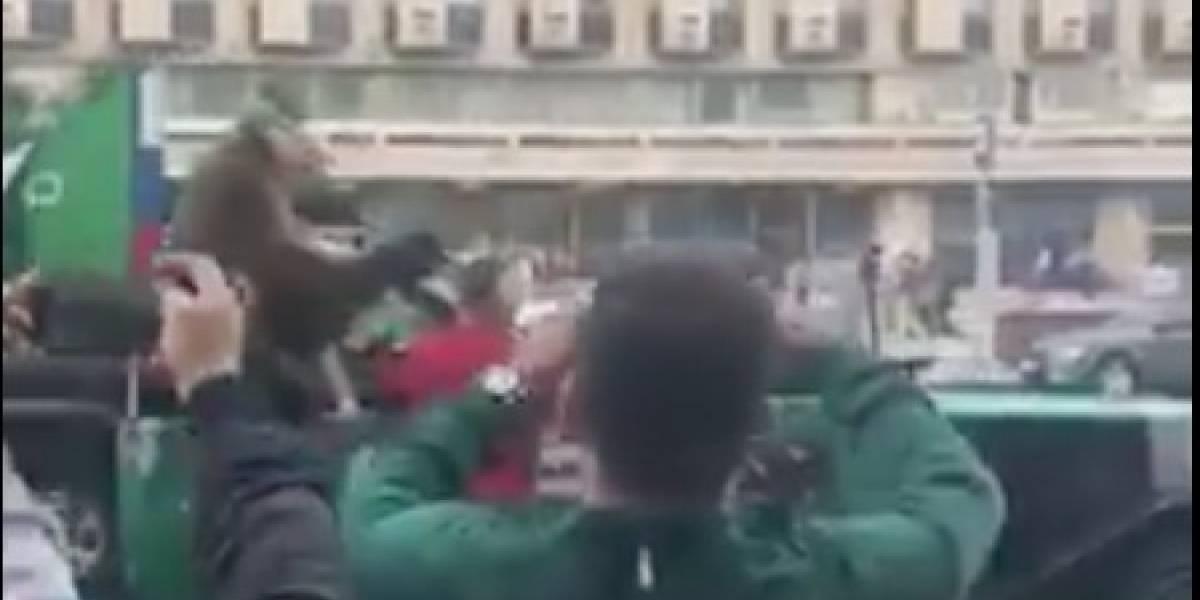 Oso tocando la trompeta en las calles de Moscú es viral en redes