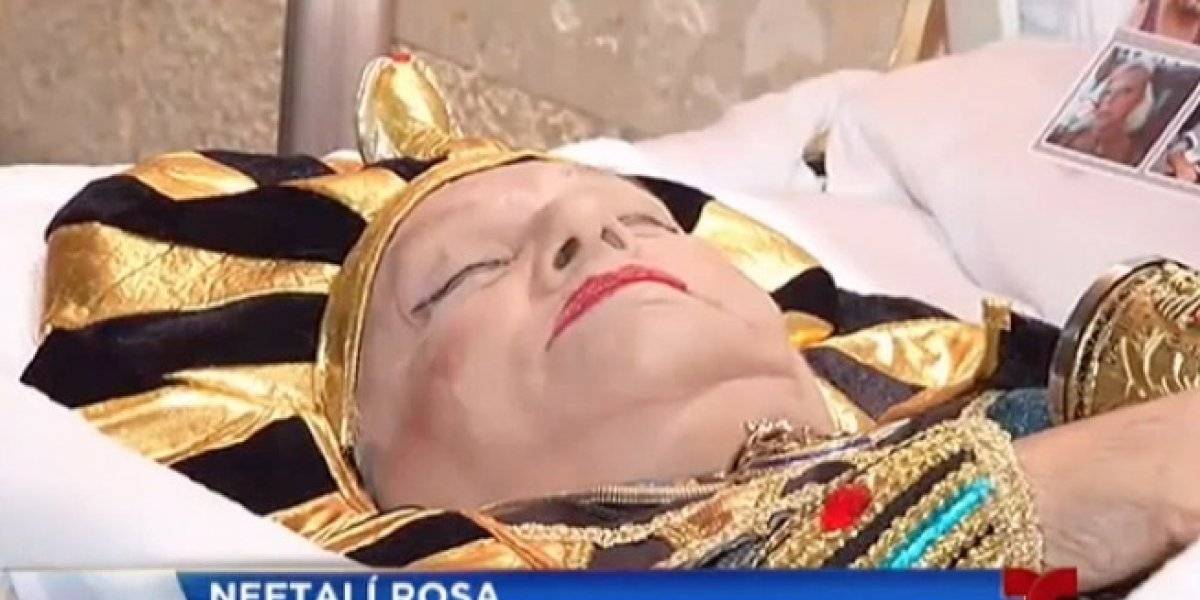 Velan mujer vestida de faraona en Añasco