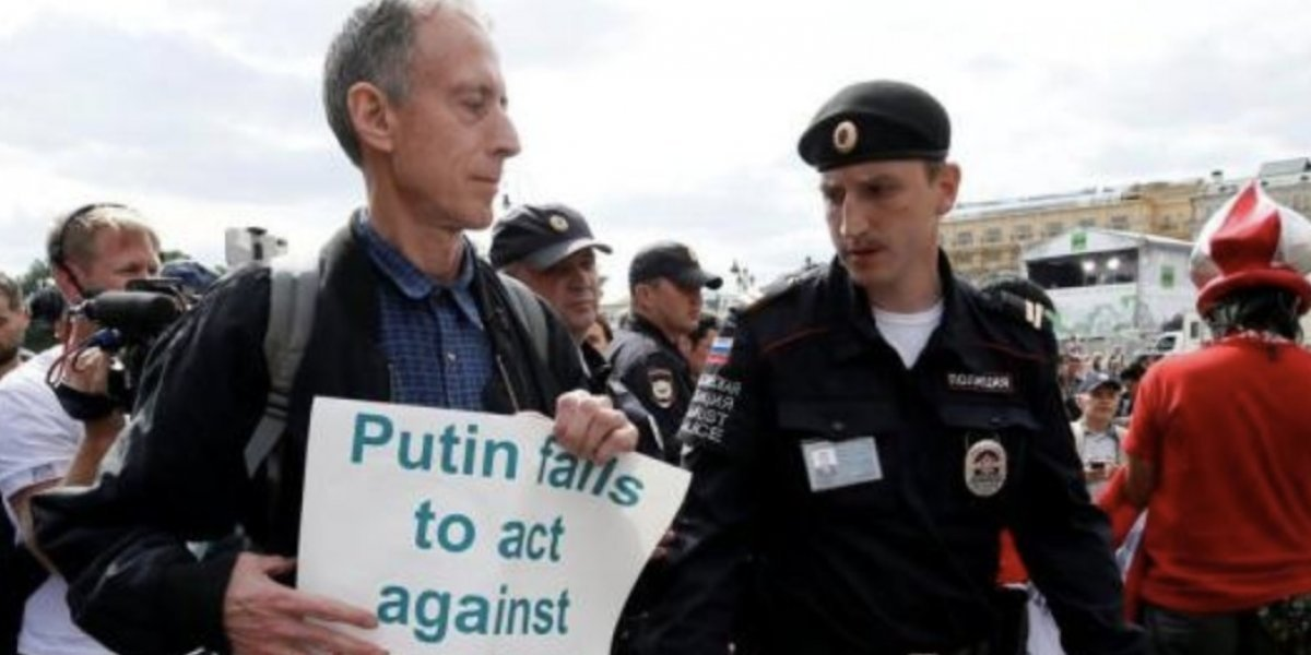 Arrestan por tercera vez a activista inglés en Rusia