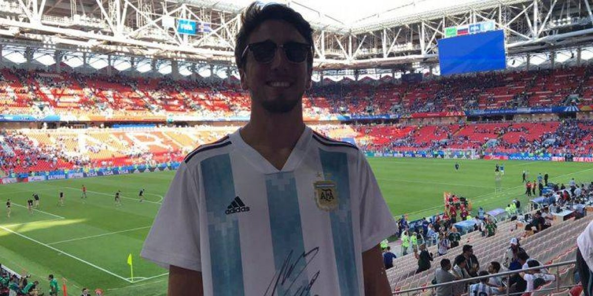 VIDEO: Maradona reparte firmas en Rusia 2018