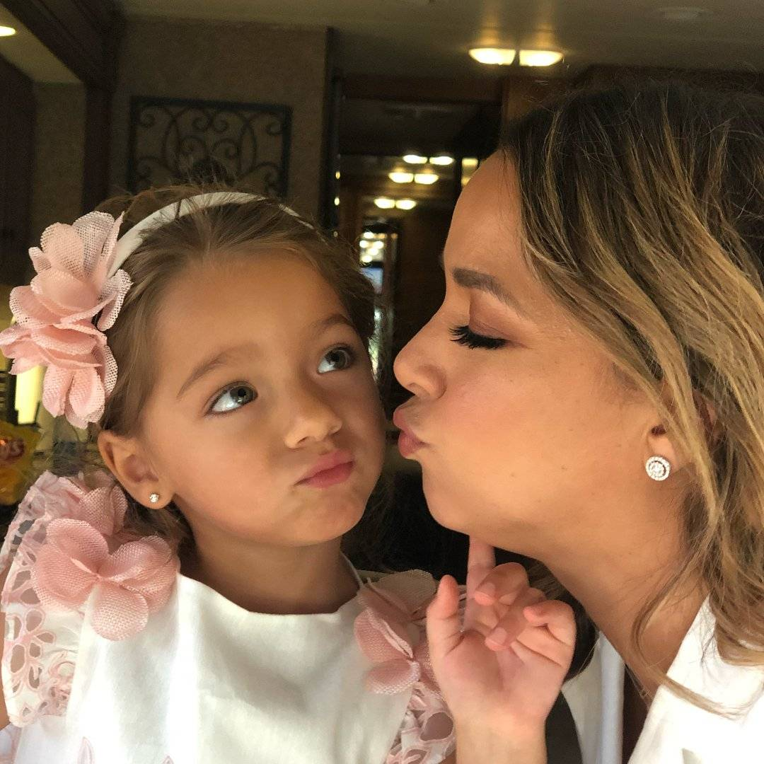 Alaia junto a su madre, Adamari López Instagram