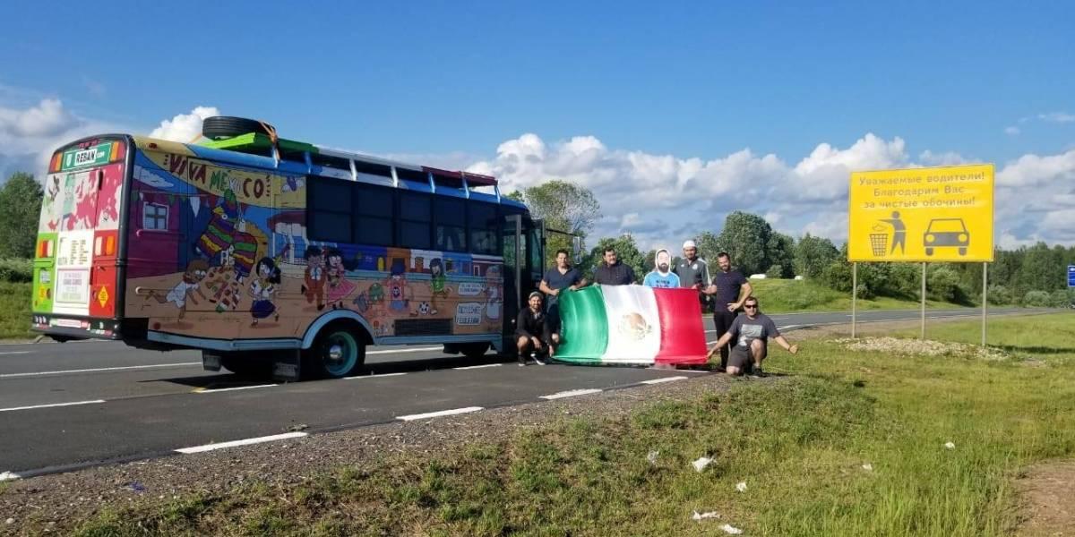 ¿Cómo demonios?: Unos amigos mexicanos llegaron al Mundial de Rusia en bus escolar