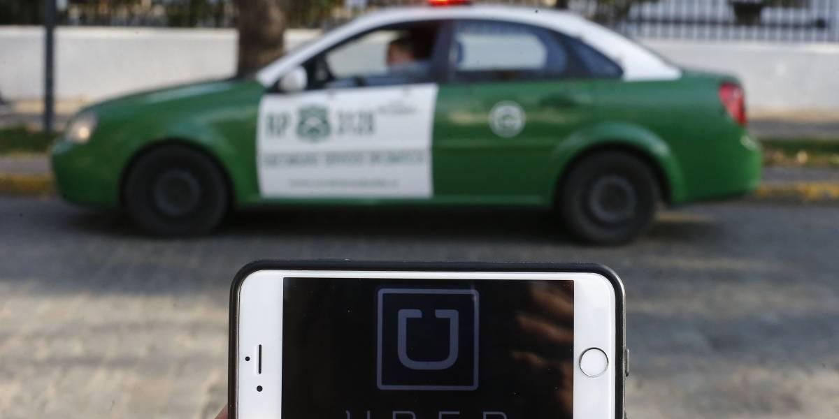 """Carabinero involucrado en baleo a chofer de Uber declaró ante fiscalía: """"Inició su marcha con claras intenciones de atropellarme"""""""