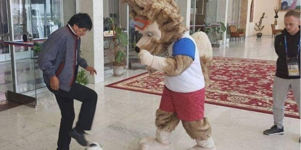 Llueven las críticas contra el presidente: Bolivia no calificó al Mundial pero Evo se divierte en Rusia