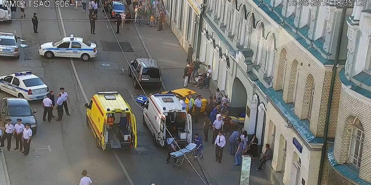 Taxi arrolla a siete peatones en pleno centro de Moscú