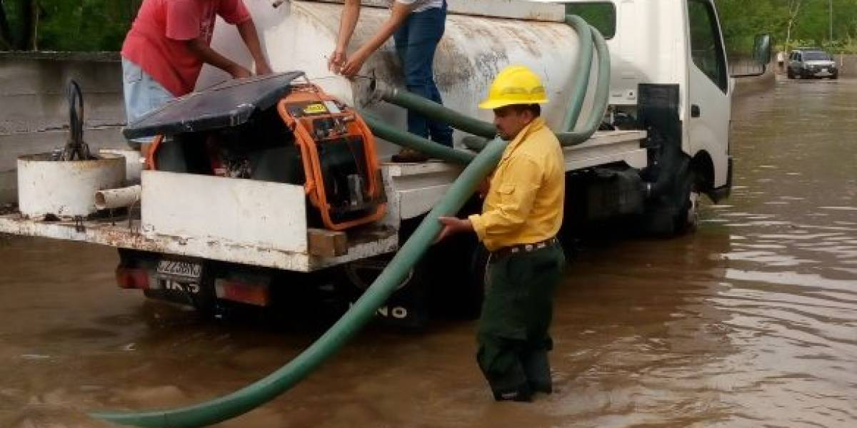 Torrenciales lluvias causan inundación en Zacapa