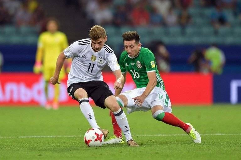 Herrera marca a un jugador alemán