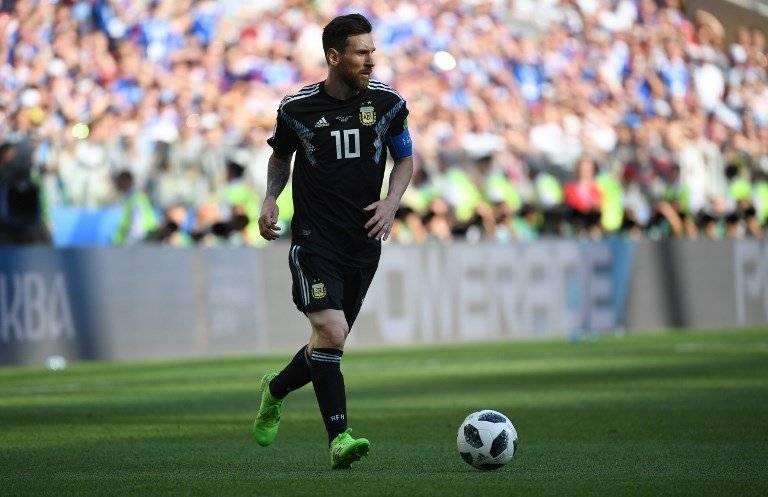 Lionel Messi conduce el balón