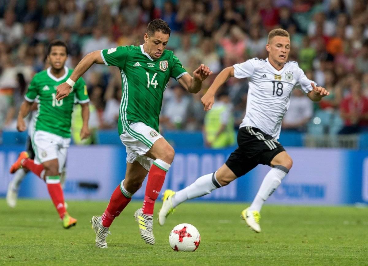 Javier Hernández en un partido ante Alemania