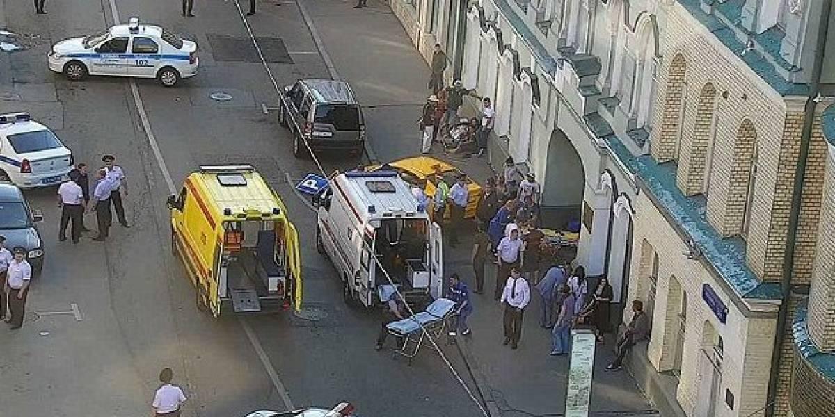 VIDEO: Mexicanos heridos al ser atropellados por un taxista en Rusia