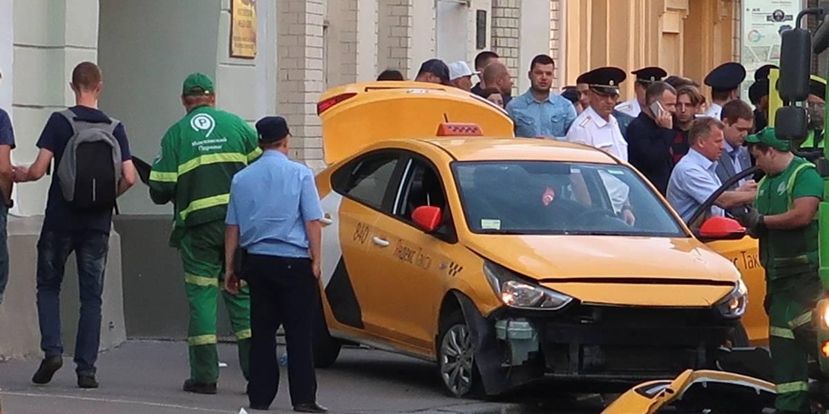 Taxista que atropelou oito pessoas em Moscou diz que dormiu ao volante