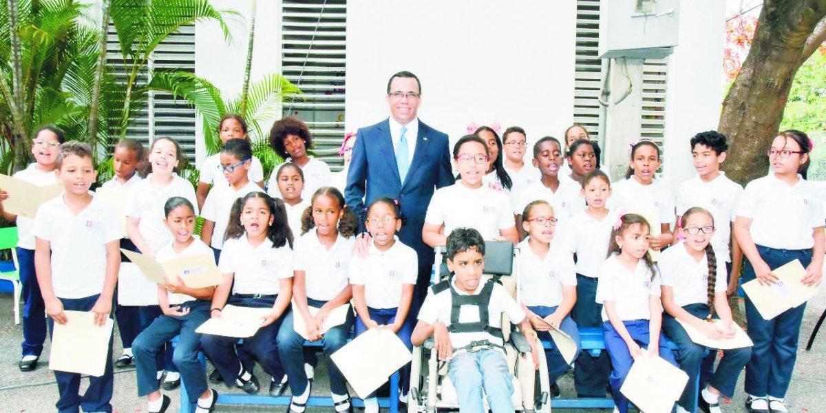 Incorporarán 15 colegios cristianos al sector público
