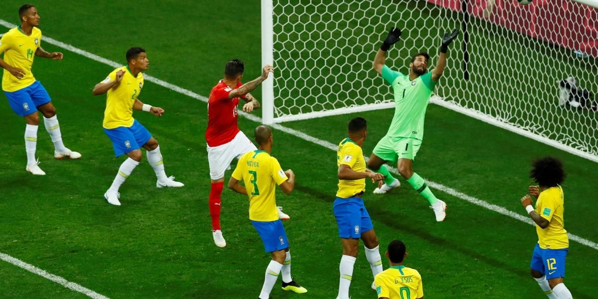 Torcida brasileira 'fica pistola' com juiz e com gol de empate da Suíça: Foi roubado