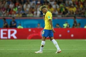 https://www.metrojornal.com.br/esporte/2018/06/17/copa-2018-meias-de-neymar-ficam-rasgadas-apos-jogo-com-suica.html