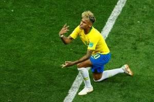 https://www.metrojornal.com.br/esporte/2018/06/17/fotos-neymar-caindo-em-campo-foi-uma-das-cenas-mais-marcantes-da-partida.html