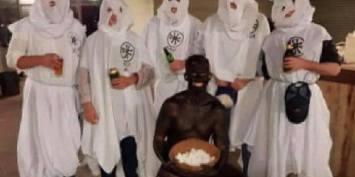 """Una fiesta """"políticamente incorrecta"""" que terminó en escándalo: universitarios en Australia se disfrazaron del KKK, nazis y negros"""