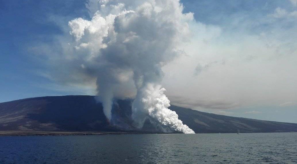 Parque Galápagos La cuenta de Twitter de Parque Galápagos a difundido diferentes imágenes de la erupción del volcán.