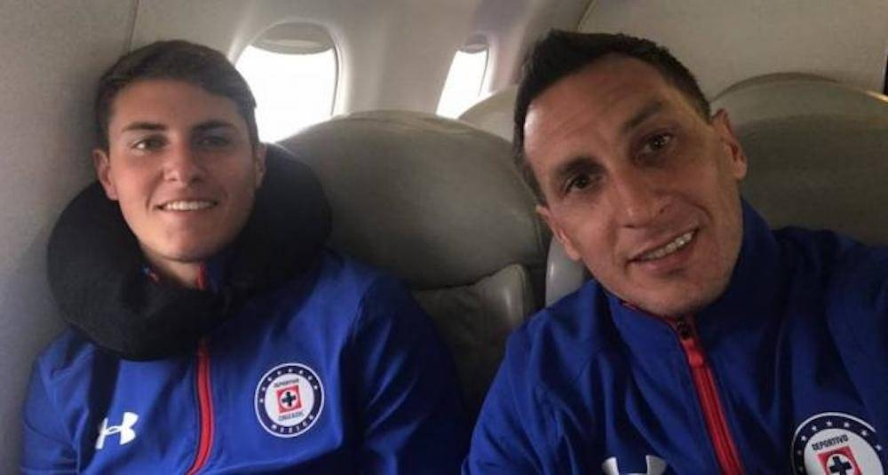 La estancia de Christian Giménez en Cruz Azul le abrió las puertas a su hijo Santiago de probarse en La Máquina. / Archivo