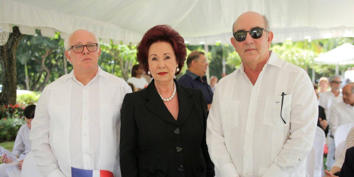 #TeVimosEn: Familiares desvelan  busto del General Imbert Barrera