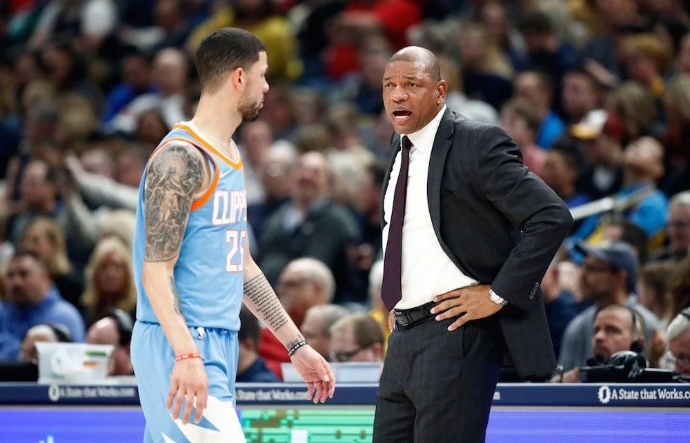 El entrenador de los Clippers de la NBA, Doc Rivers, le dio oportunidad a su hijo Austin de jugar para él. Y lo trata como uno más, no hay privilegios. / Getty Images