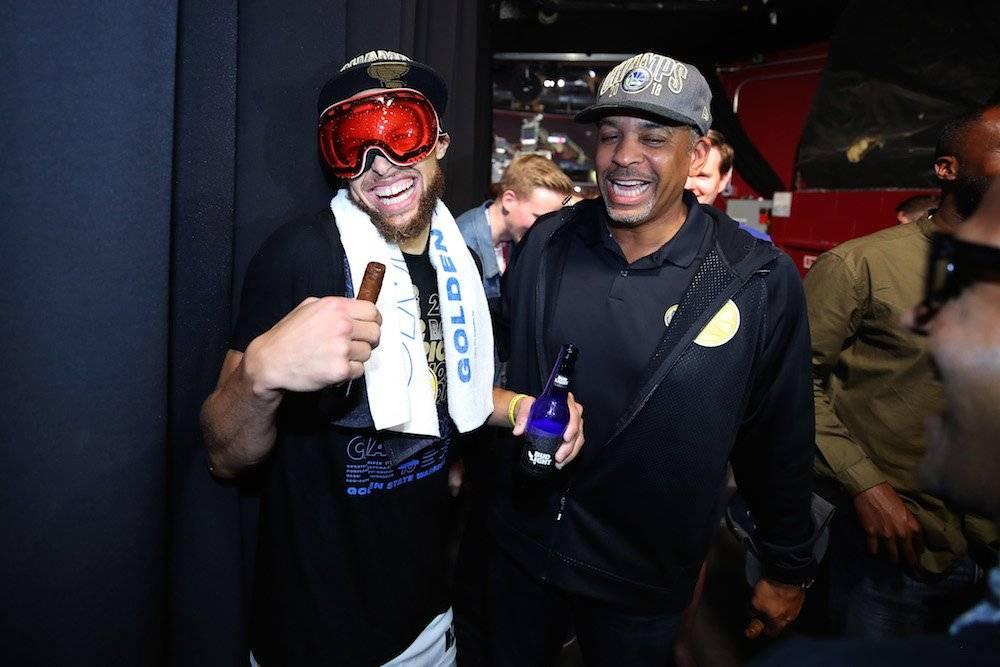 Dell Curry no era tan talentoso como Stephen, pero sin duda alguna fue una gran inspiración para el astro de los Warriors de la NBA. / Getty Images