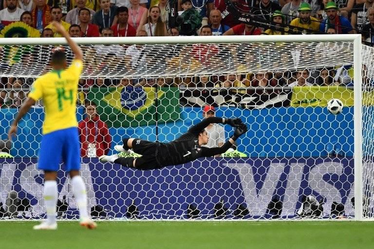 Momento en que Coutinho marca el tanto de Brasil