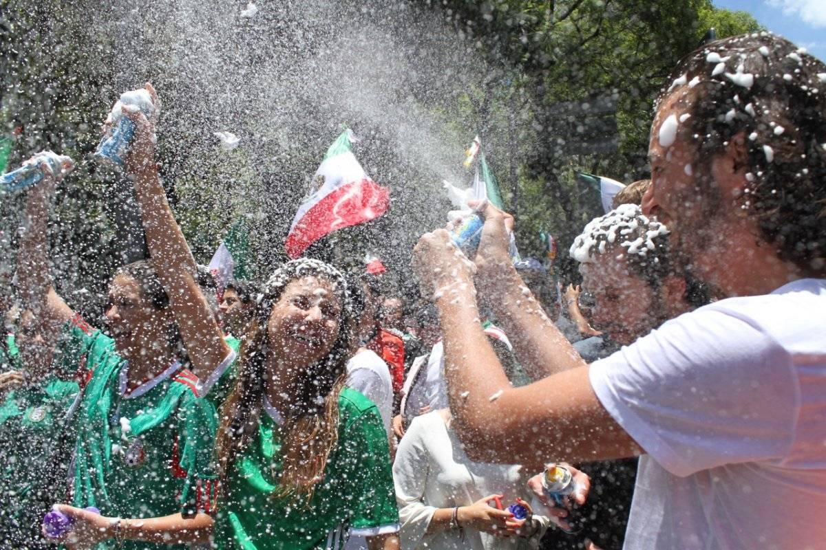 Afición mexicana celebra victoria de México Nicolás Conte