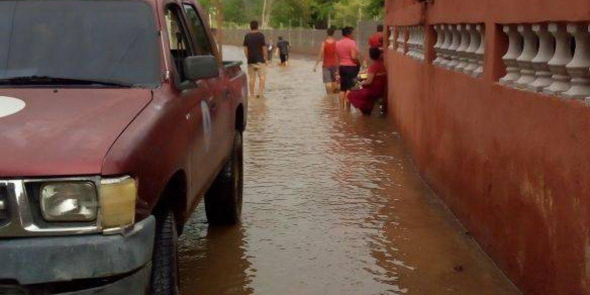 Inundaciones en tres departamentos dejan 81 afectados