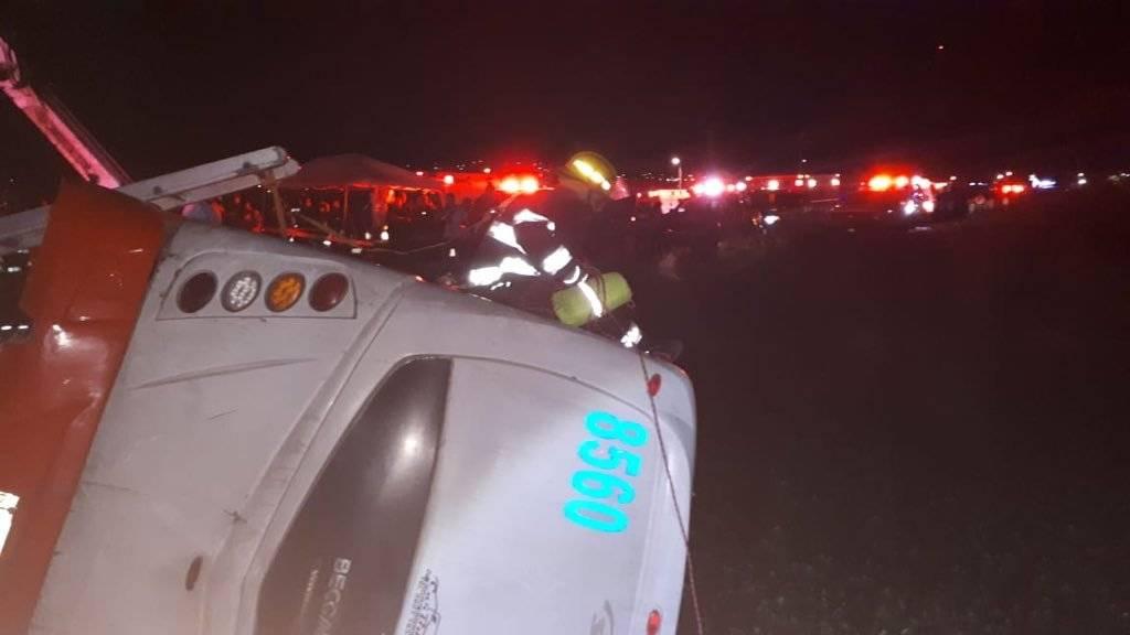 Permanecen internados siete de los lesionados tras la volcadura de camión
