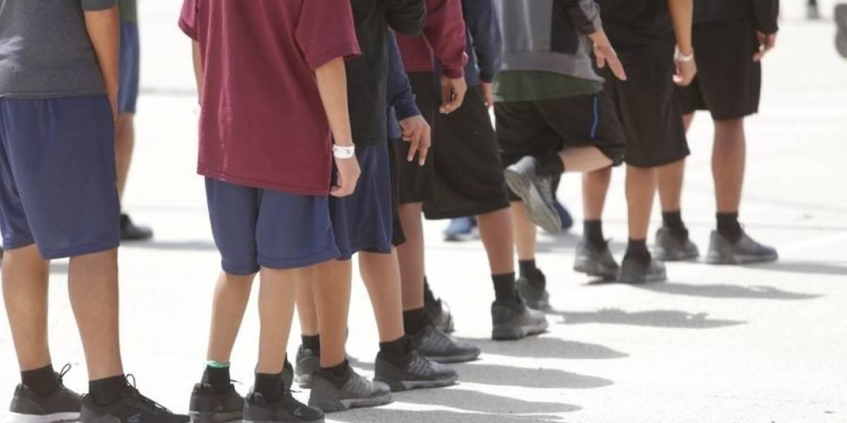 """Cómo son las """"jaulas"""" donde Estados Unidos pone a los niños hijos de inmigrantes indocumentados que llegan a Texas"""