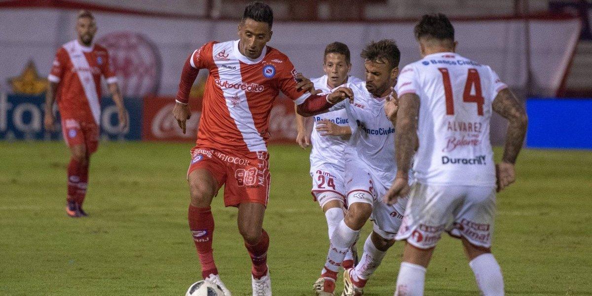 En Argentina aseguran que el futuro de Lucas Barrios está en Colo Colo