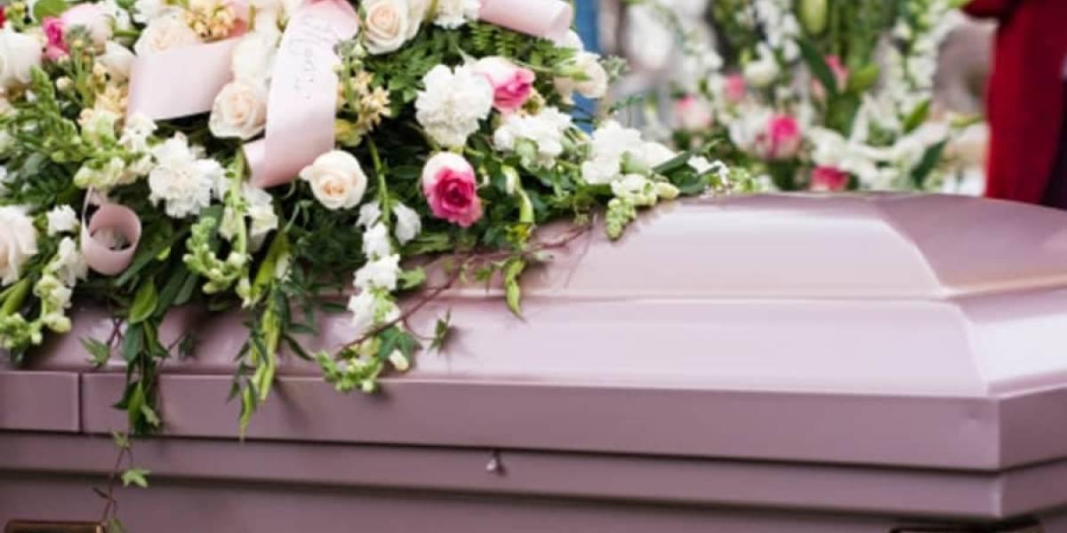 Hombre muere aplastado por el ataúd de su madre en pleno funeral