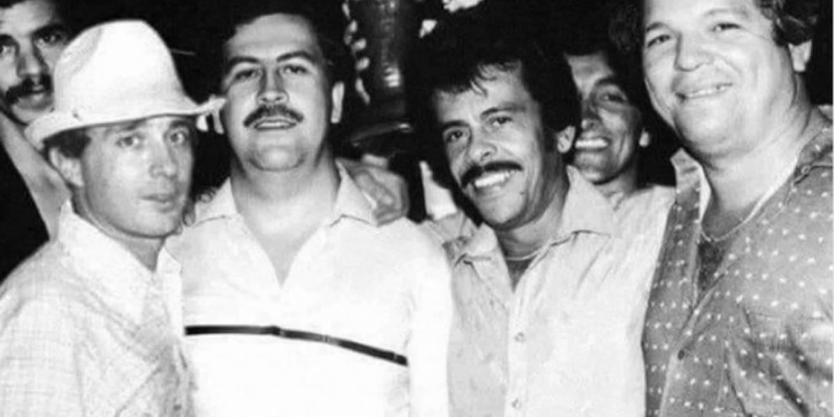 La historia tras la foto de Álvaro Uribe con Pablo Escobar que rueda en redes