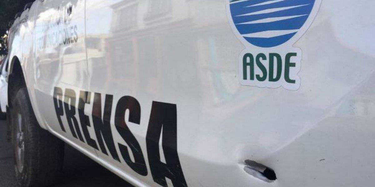 Disparan contra vehículo del director de comunicaciones de Alcaldía SDE