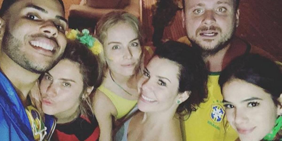 Fernanda Souza ganha festa surpresa de aniversário em meio ao primeiro jogo do Brasil na Copa