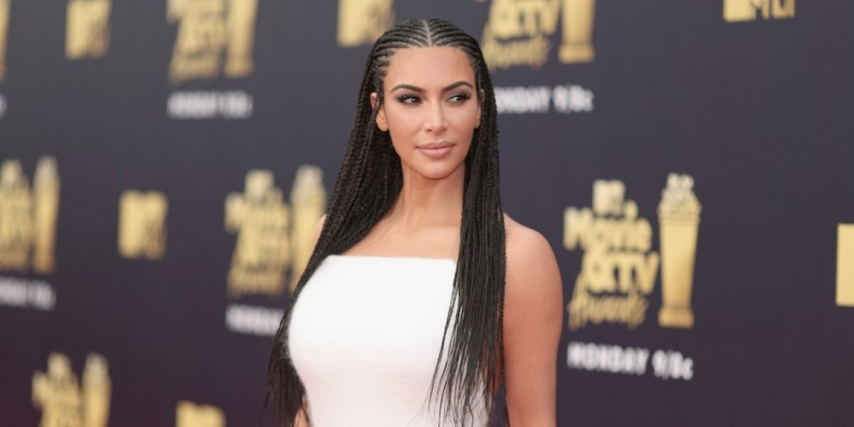 VIDEO. Kim Kardashian causa terror a sus fans al implantarse un collar en la piel