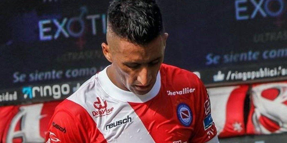 ¿A Colo Colo? Lucas Barrios rescindió contrato con Argentinos Juniors y es jugador libre