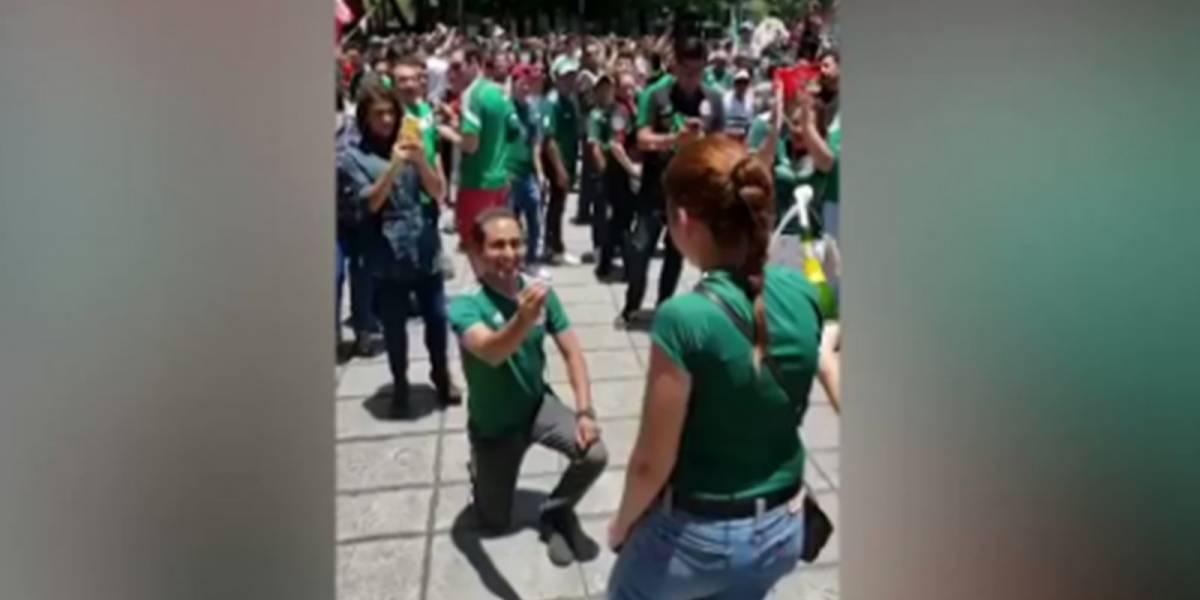 ¡Romántico! Mexicano le pidió matrimonio a su novia mientras celebraban triunfo de la selección ante Alemania