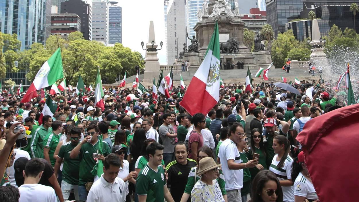 México: Policía desaloja con violencia a fanáticos de la Selección en el Ángel