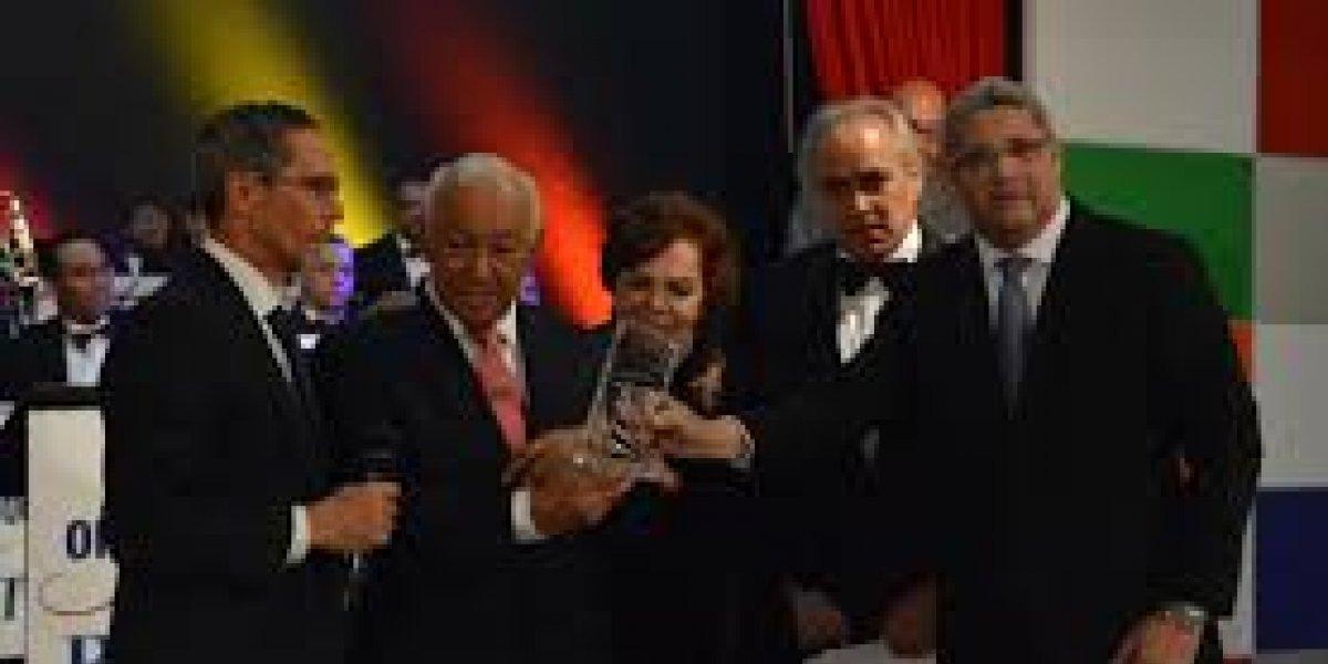 Con emotivo acto, Papa Molina fue reconocido por CERTV