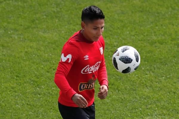 Raúl Ruidíaz podría ser titular en Perú ante Francia / Foto: AP