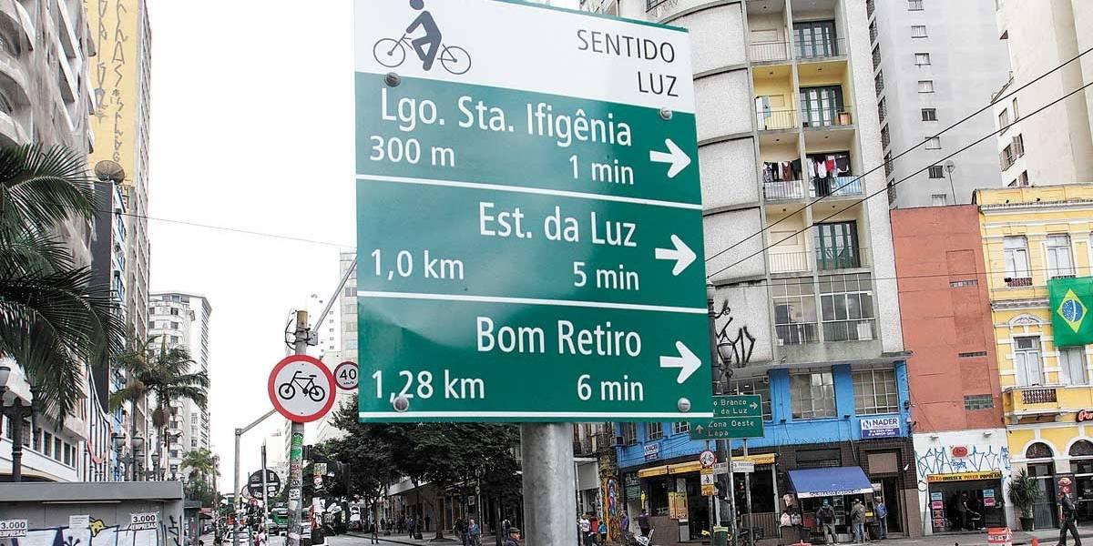 Ciclovias do centro de SP ganham novas placas de sinalização