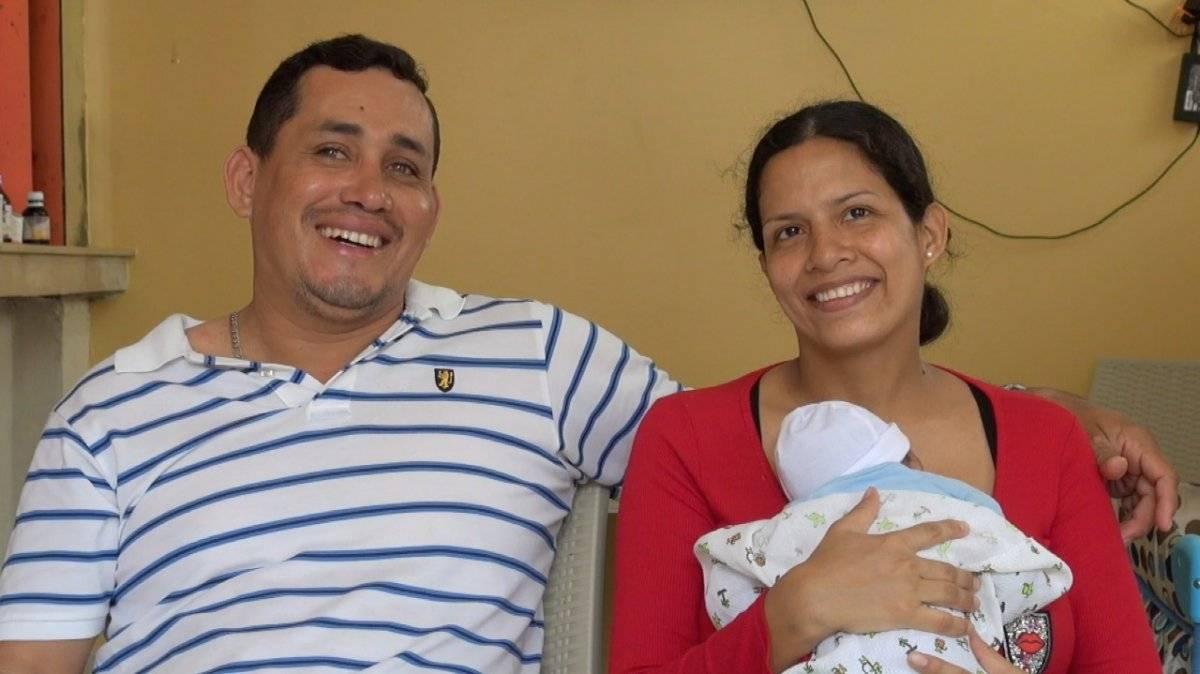 Guayaquil: una mujer dio a luz en un taxi ECU 911