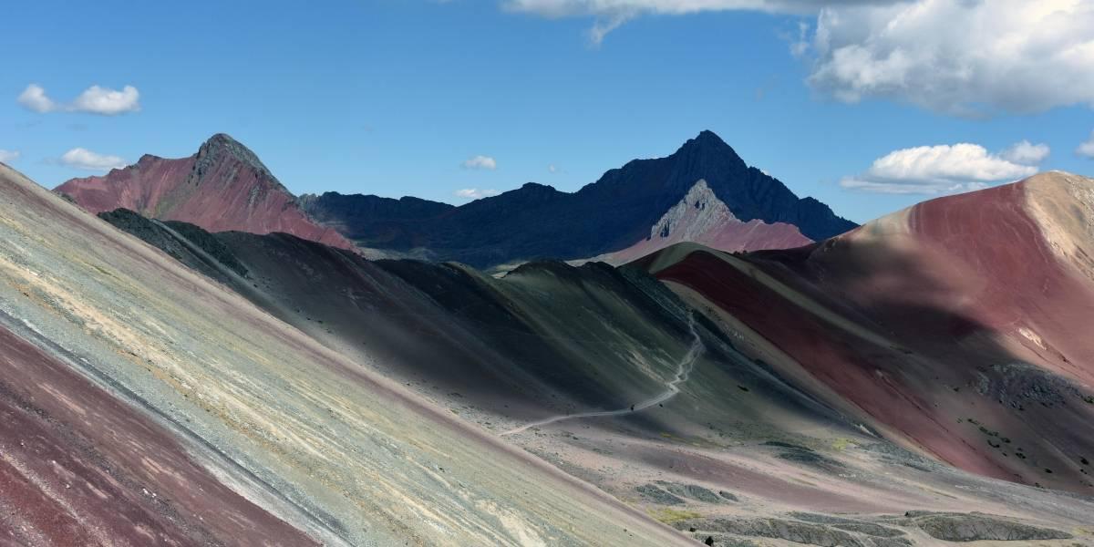 Entregan montaña de los siete colores a concesión minera